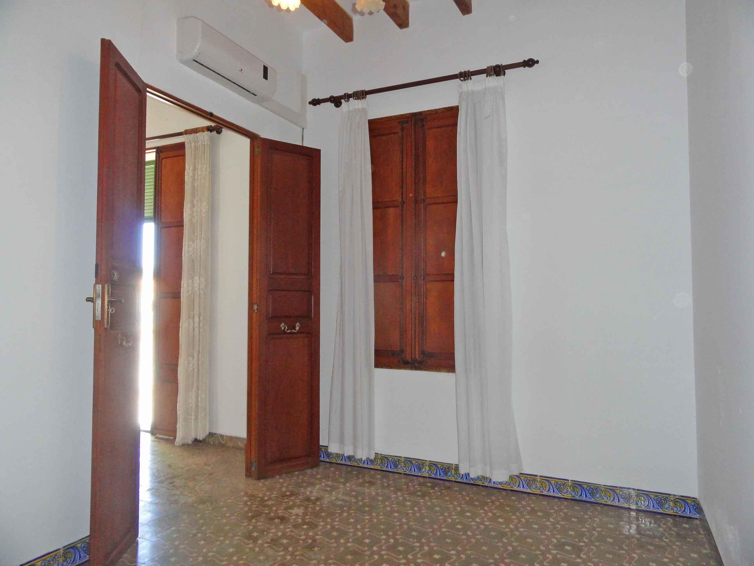 Casa en venta con 300 m2, 8 dormitorios  en SES SALINES (Pueblo) (Ses