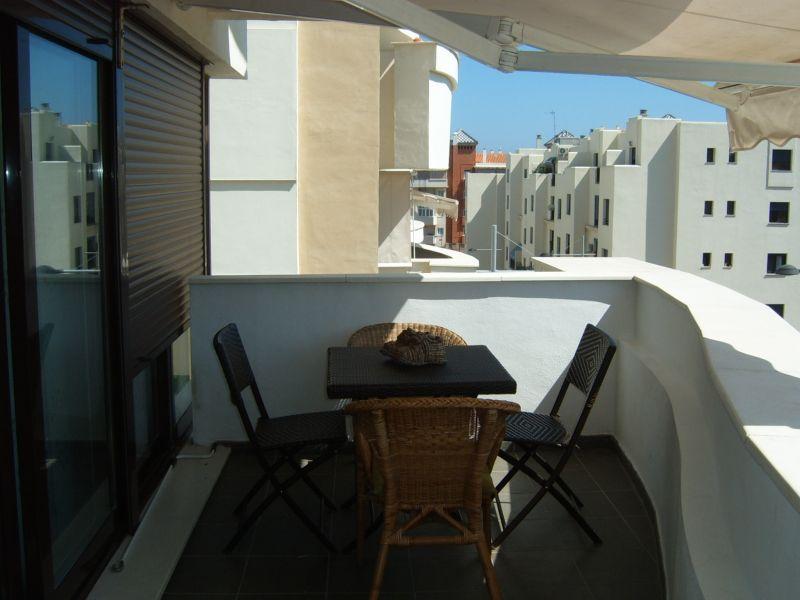 Alquiler de piso en estepona for Pisos de alquiler en estepona