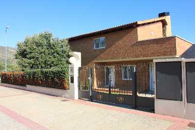 Casa en venta con 266 m2, 4 dormitorios  en Nueno