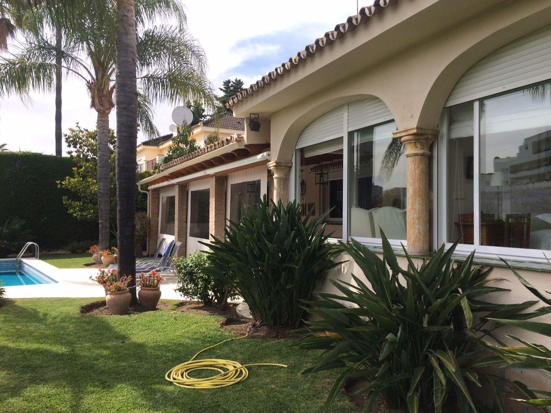 Casa en venta con 264 m2, 4 dormitorios  en Guadalmina (Marbella (M...  - Foto 1