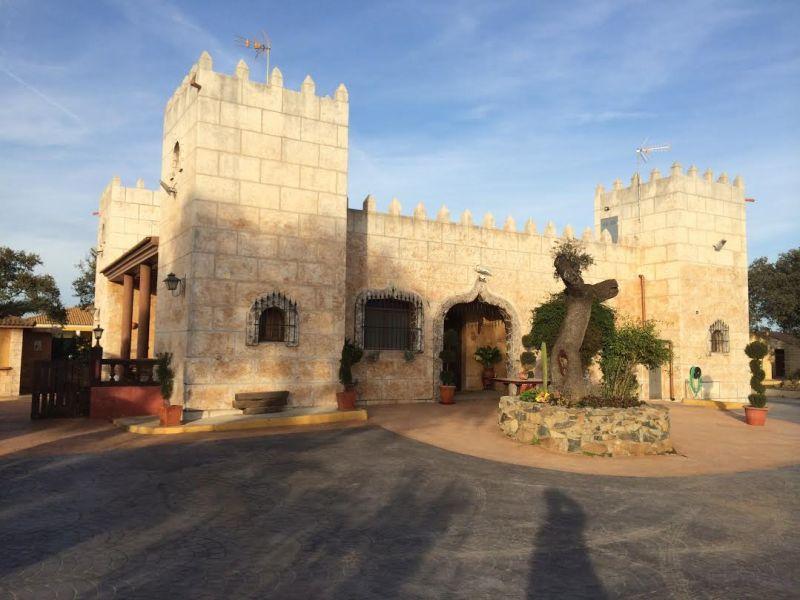Casa en venta con 310 m2, 7 dormitorios  en Castilblanco de los Arroyo