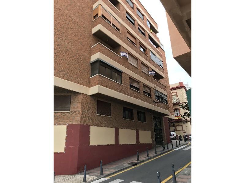 Piso en venta con 261 m2, 8 dormitorios  en Parques de Ceuta (Ceuta)